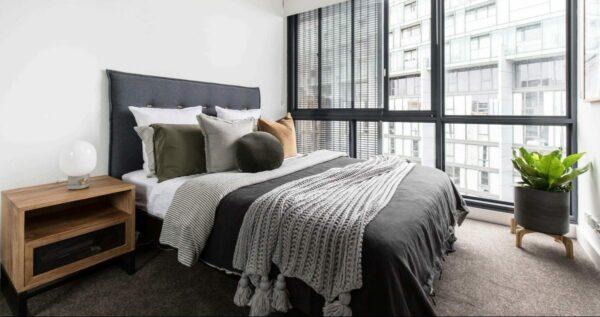 oggles upholsterd bedhead