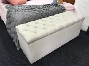 upholstered tufted blanket box