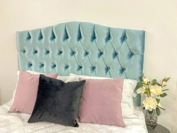 Tufted curved top bedhead